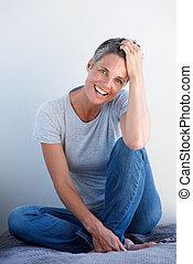 idősebb, mosolyog woman, boldog, ülés