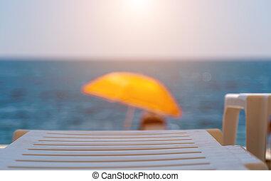 idegenforgalom, összefut., háttér., tenger, nyár, sunshades, paradicsom, concept., narancs, szelektív, tengerpart, tengerpart., sziklás, szünidő, destination., sunbeds, üres