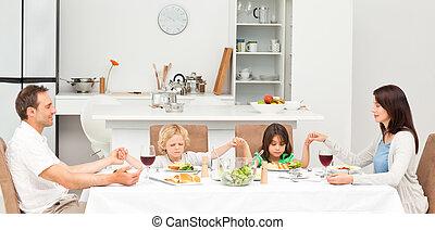 imádkozás, előbb, birtoklás, család, ebédel, összpontosított