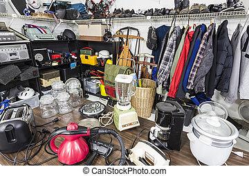ingóságok, garázs vásár, housewares, toys., slorting, belső, öltözet