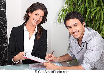 ingatlan tulajdon, épület, fiatal, ügynök, női, vásárlás, ember
