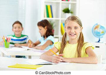 iskolás gyerek, íróasztal