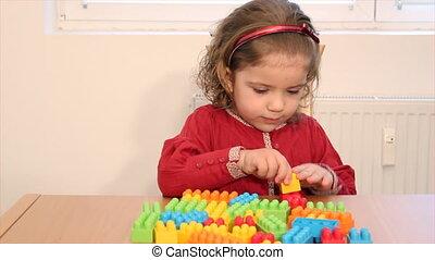játék, apró tégla, kicsi lány