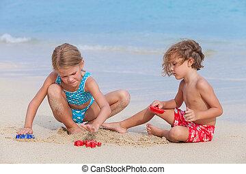 játék, tengerpart, boldog, gyerekek, két