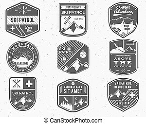 jelvény, külső, járőr, vadon, hódeszka, állhatatos, jel, monochrom, design., hegy, tél, szüret, utazás, csípőre szabott, húzott, síel, felfedező, klub, labels., kéz, kaland, jelkép., ikon, badges., tábor, vektor