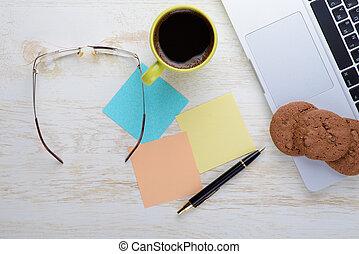 kávécserje, falatozás, hangjegy, csésze, asztal, laptop
