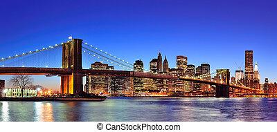 kék, bridzs, kelet, megvilágít, város, panoráma, felett, szürkület, brooklyn, manhattan, belvárosi, sky., láthatár, york, új, folyó, világos