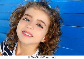 kék, kevés, fából való, gyerekek, fal, lány mosolyog