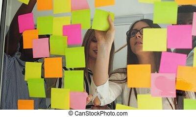 késő, osztozás, munka hivatal, adatok, modern, gondolat, együtt, kreatív, óra, pohár, ötletvihar, éjszaka, befog, ügy, után