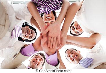 kézbesít, birtok, emberek ügy, együtt, mosolygós, karika