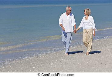 kézbesít, birtok, párosít, tengerpart, gyalogló, boldog, idősebb ember