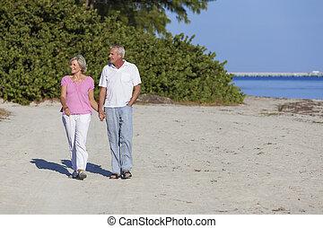 kézbesít, birtok, párosít, tengerpart, gyalogló, idősebb ember