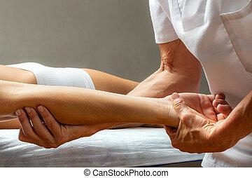 könyök, csukló, woman., bánik, physiotherapist