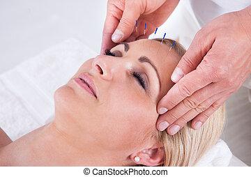 középcsatár, akupunktúra, ásványvízforrás, terápia