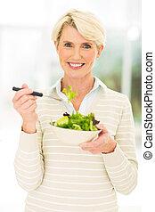 középső, étkezési, nő, idős, saláta