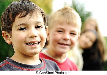 külső, együtt, kívül, gondatlan, határ, mosolyog arc, gyerekek, boldogság, boldog