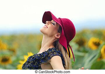 kalap, nő, napraforgó, gyönyörű, fiatal, mező, nyár