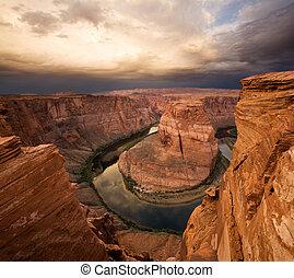 kanyon, drámai, dezertál, napkelte