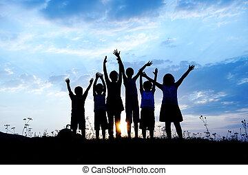 kaszáló, csoport, árnykép, napnyugta, summertime idő, játék, gyerekek, boldog