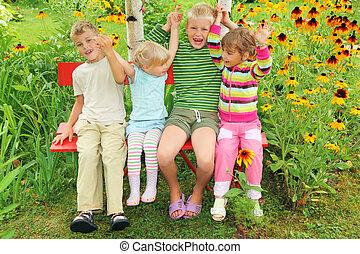 kert, ülés, gyerekek, összeillesztett, bírói szék, kézbesít, birtoklás