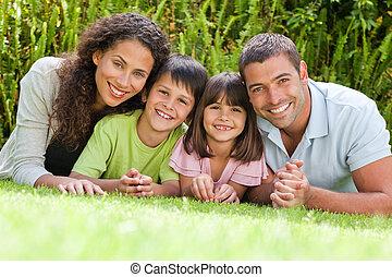kert, lefelé, fekvő, család, boldog