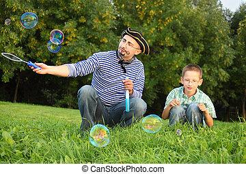 kevés, fújás, bubble., drawed, pofaszakáll, fiú, látszó, bubbles., övé, szakáll, szappan, ember