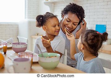 kevés, szendvics, neki, odaad, dark-skinned, anya, leány