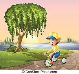 kicsi fiú, bringázás