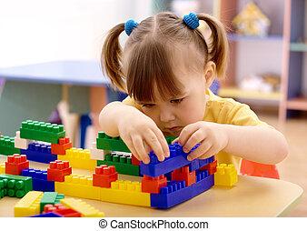 kicsi lány, játék, épület tégla, preschool
