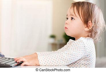 kicsi lány, számítógép, használ, neki