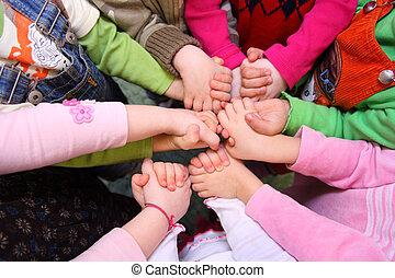 kilátás, áll, kézbesít, összeillesztett, gyerekek, birtoklás, tető