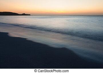 kilátás a tengerre, félhomály, minimalistic