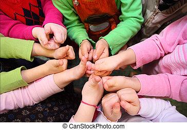 kilátás, gyermekek, jóváhagy, aláír, tető, előadás, kézbesít