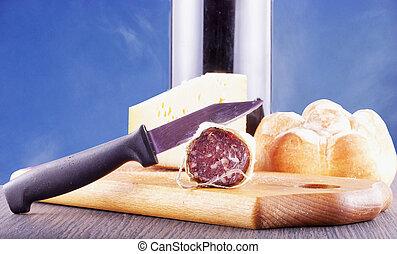 kolbász, sajt, bor