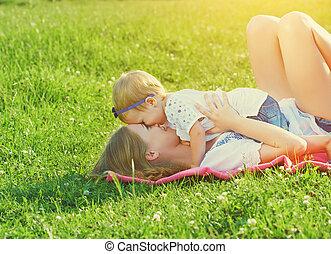 lány, család, nature., anyu, csecsemő, játék, boldog