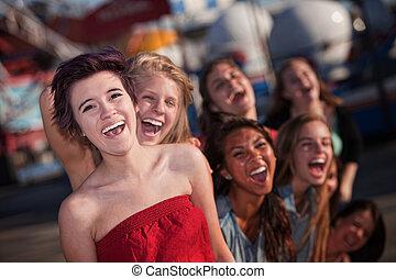 lány, csoport, nevető, hisztérikus