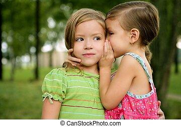 lánytestvér, súg, lány, kevés, két, ikergyermek, fül