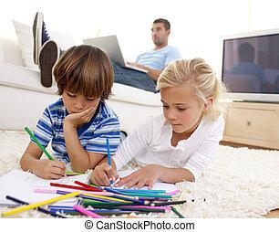 laptop, gyerekek, nappali, használ, atya, festmény