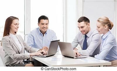 laptop, hivatal, dolgozó, ügy sportcsapat