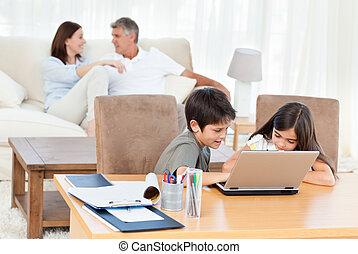laptop, otthon, gyerekek, -eik, dolgozó