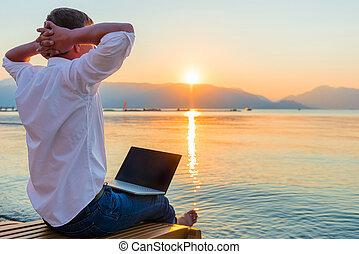 laptop, szórakozási, entrepreneur., ember, reggel