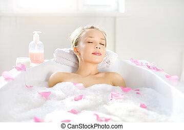leány, bágyasztó, fürdőkád