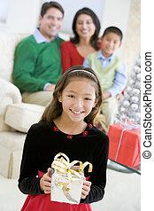 leány, birtok, ajándék, fiatal, karácsony, álló, szülők, neki