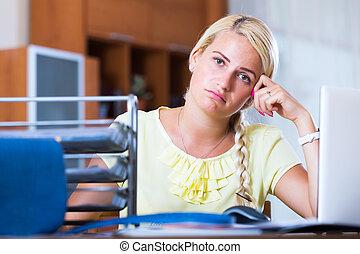 leány, fáradt, ülés, íróasztal