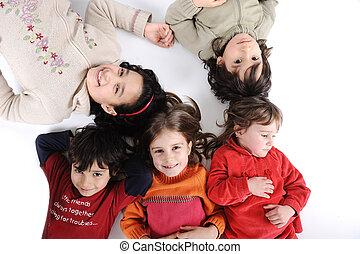 lefektetés, karika, csoport, gyerekek, föld