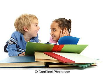 lefelé, gyerekek, lefektetés, könyv, felolvasás