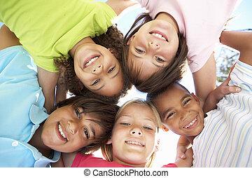 lefelé, látszó, fényképezőgép, csoport, gyerekek