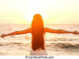 lenni, nő, boldog, szabadság, érzés, szabad, élvez, tengerpart, sunset.