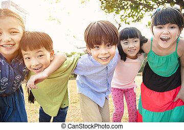 liget, boldog, csoport, multi-ethnic, iskolások