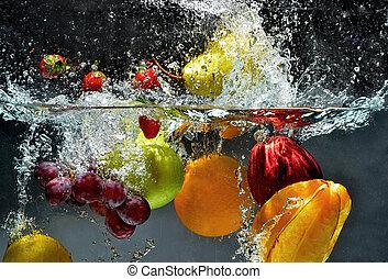 loccsanás, friss gyümölcs, víz